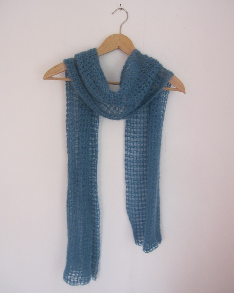 Gehäkelter Gitternetz-Schal aus Mohairgarn